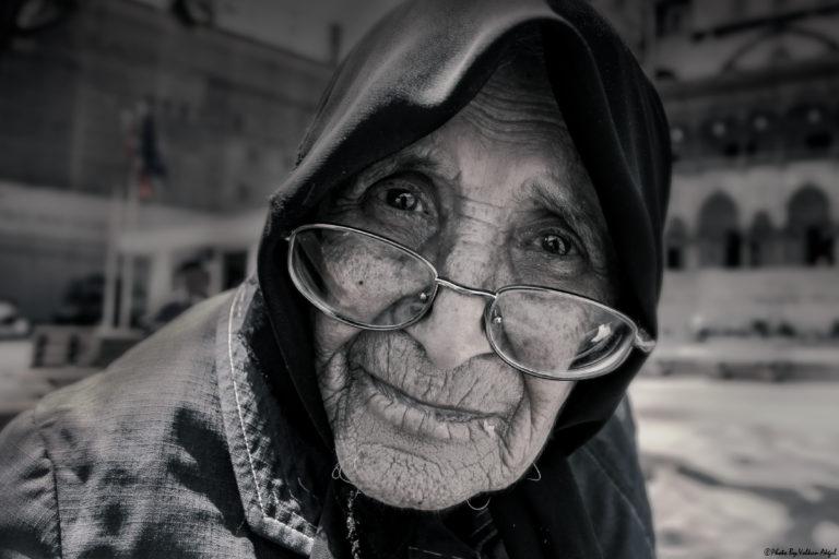 insan-fotoğrafı-yaşam-fotoğrafı-siyah-beyaz-fotoğraf
