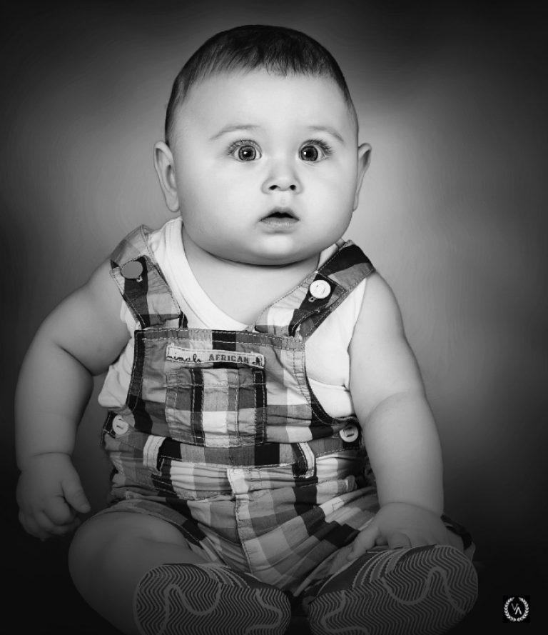 siyah beyaz bebek fotoğrafı